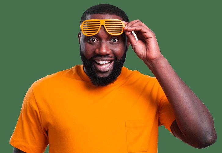 mann_orange_frontal_angeschnitten_freigestellt